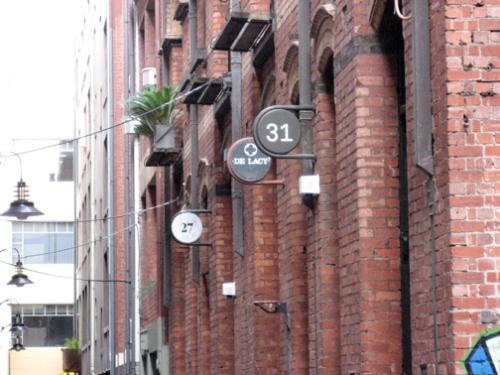 round signs